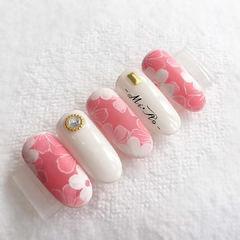 圆形粉色白色手绘花朵日式春天研习社美甲帮研习社0基础学员作品,想学加微信mjbyxs6美甲图片