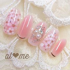 圆形粉色手绘花朵珍珠腮红甲新娘春天美甲图片