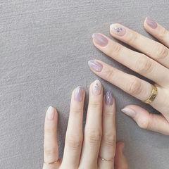 圆形香芋紫色白色水波纹贝壳片简约上班族美甲图片