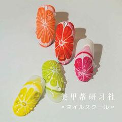 圆形玫红色橙色黄色绿色手绘水果研习社美甲图片