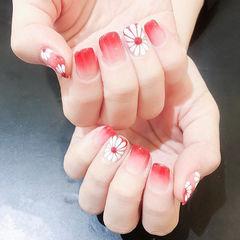 方圆形红色白色手绘雏菊渐变ins美图分享,想学美甲咨询微信mjbyxs6哦~美甲图片