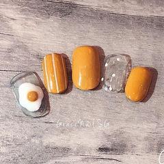 圆形黄色白色手绘鸡蛋波点条纹可爱美甲图片