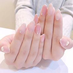 圆形粉色裸色钻包边简约上班族美甲图片