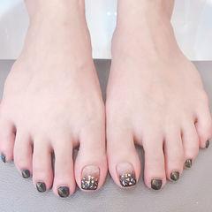 脚部黑色渐变猫眼贝壳片美甲图片