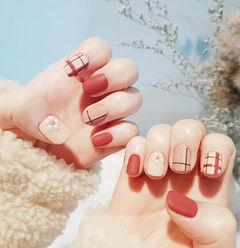 方圆形红色白色裸色线条珍珠磨砂短指甲美甲图片