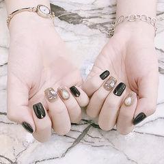 方圆形黑色钻珍珠美甲图片