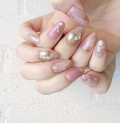 圆形粉色银色晕染贝壳片珍珠ins美图分享,想学美甲咨询微信mjbyxs6哦~美甲图片