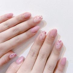 圆形粉色干花春天简约美甲图片
