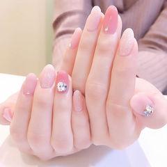 圆形粉色裸色钻简约上班族美甲图片