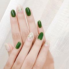 圆形绿色干花春天简约美甲图片