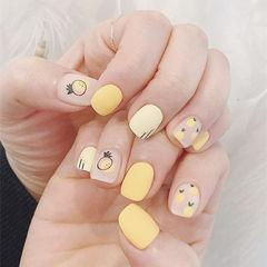 方圆形黄色手绘水果磨砂美甲图片