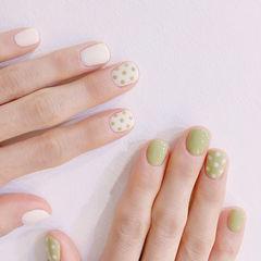圆形白色绿色波点短指甲美甲图片