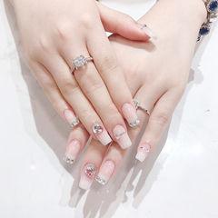 方圆形白色钻法式新娘美甲图片
