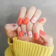 方圆形橙色手绘花朵磨砂美甲图片