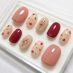 圆形红色粉色裸色干花春天美甲图片