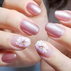圆形粉色白色手绘花朵ins美图分享,想学美甲咨询微信mjbyxs6哦~美甲图片