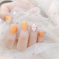 方圆形橙色白色手绘雏菊简约春天ins美图分享,想学美甲咨询微信mjbyxs6哦~美甲图片