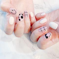圆形白色裸色黑色手绘笑脸波点格子磨砂美甲图片