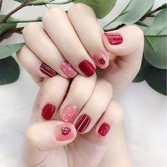 方圆形红色粉色手绘草莓条纹美甲图片