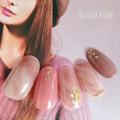 圆形粉色豆沙色晕染金箔美甲图片