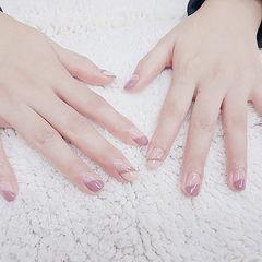 圆形粉色白色斜法式简约上班族美甲图片