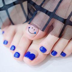 脚部蓝色心形法式笑脸显白美甲图片
