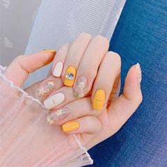 方圆形黄色白色手绘花朵钻ins美图分享,想学美甲咨询微信mjbyxs6哦~美甲图片