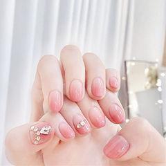 圆形粉色渐变钻美甲图片