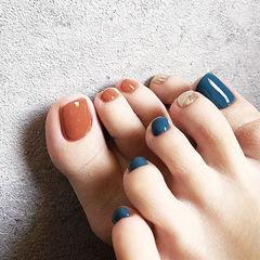 脚部焦糖色蓝色银色跳色美甲图片