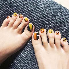 脚部橙色黄色线条手绘几何美甲图片