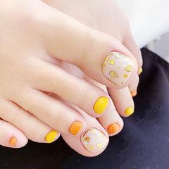 脚部黄色橙色亮片跳色美甲图片