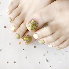 脚部绿色黄色贝壳片跳色美甲图片