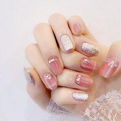 方圆形粉色银色钻跳色美甲图片