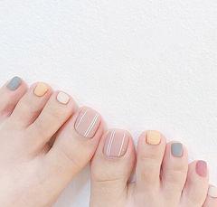 脚部裸色黄色灰色粉色跳色磨砂美甲图片