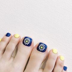 脚部蓝色黄色手绘花朵跳色美甲图片