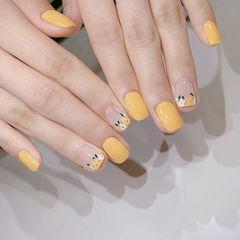方圆形黄色手绘花朵春天美甲图片