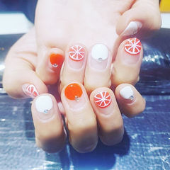 圆形橙色白色手绘水果圆法式钻ins美图分享,想学美甲咨询微信mjbyxs6哦~美甲图片