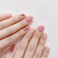 方圆形粉色裸色钻美甲图片