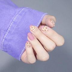 方圆形粉色裸色手绘豹纹磨砂美甲图片
