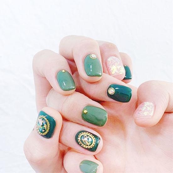 方圆形绿色贝壳片金箔美甲图片
