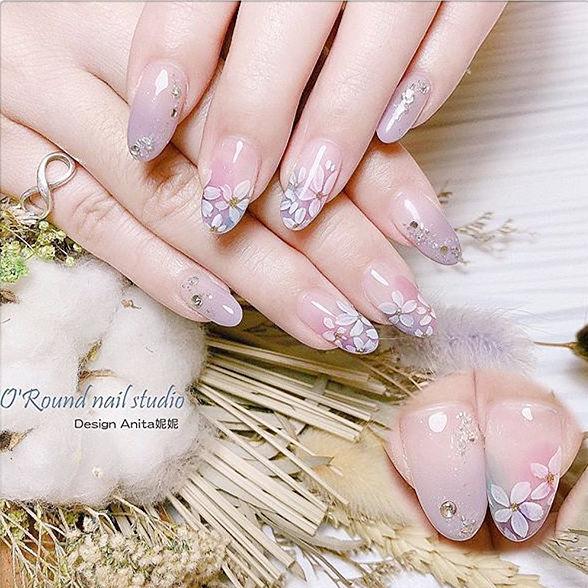 圆形粉色香芋紫色渐变手绘花朵钻日式分享ins美图美甲图片