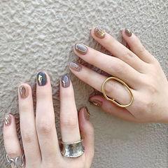 圆形蓝色棕色跳色金箔短指甲ins美图分享,想学美甲咨询微信mjbyxs6哦~美甲图片