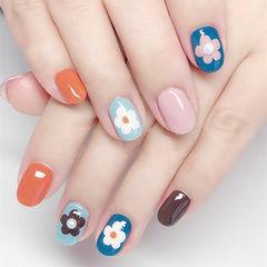 圆形橙色粉色蓝色手绘花朵跳色美甲图片