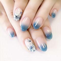 圆形蓝色白色渐变手绘花朵ins美图分享,想学美甲咨询微信mjbyxs6哦~美甲图片