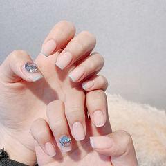 方圆形裸色蓝色钻法式简约美甲图片