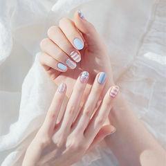 圆形蓝色白色条纹简约美甲图片