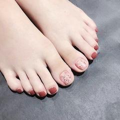 脚部红色晕染银箔简约新娘美甲图片