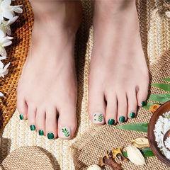 脚部绿色树叶夏天美甲图片