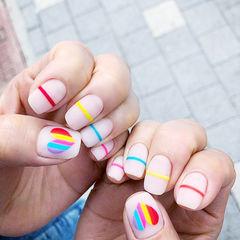 方圆形白色红色黄色蓝色手绘心形线条夏天磨砂美甲图片