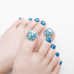 脚部蓝色贝壳片夏天美甲图片